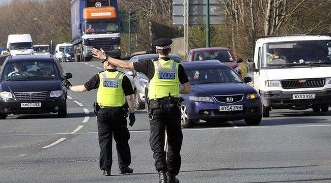 egy rendőr péniszét