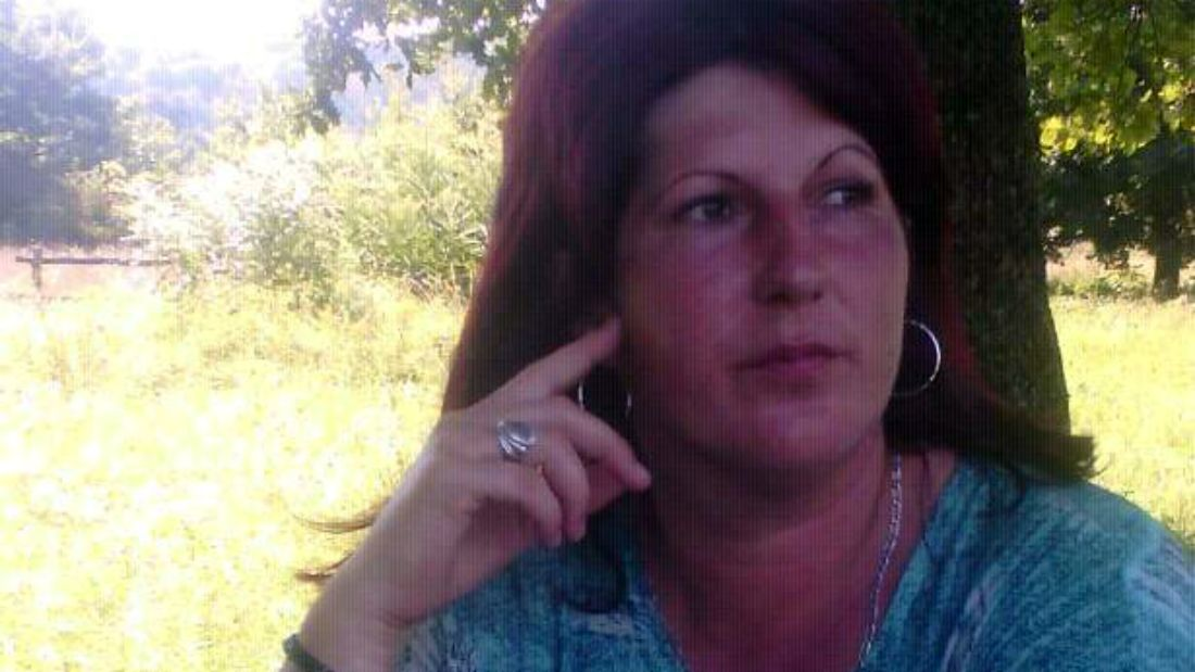 nő kínozza a péniszét)