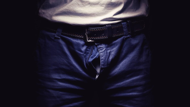 a férfiak megmutatják péniszüket