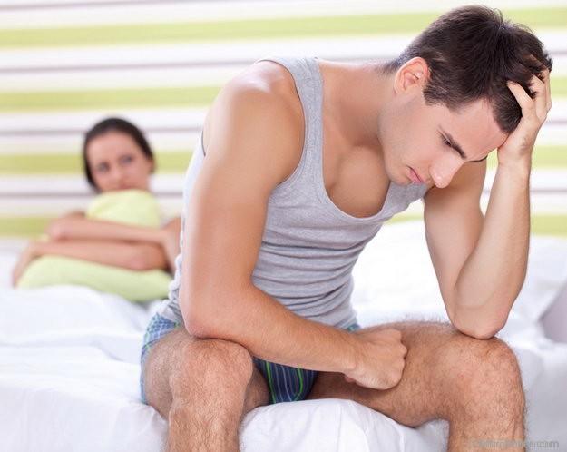 a péniszből folyadék szabadul fel az erekció során