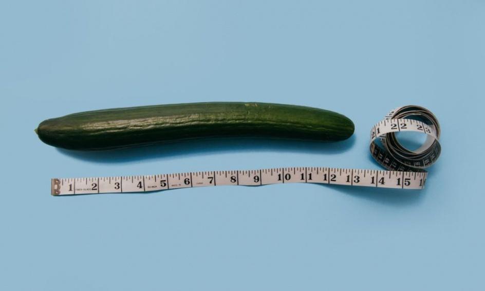 a pénisz hajlik az erekció során