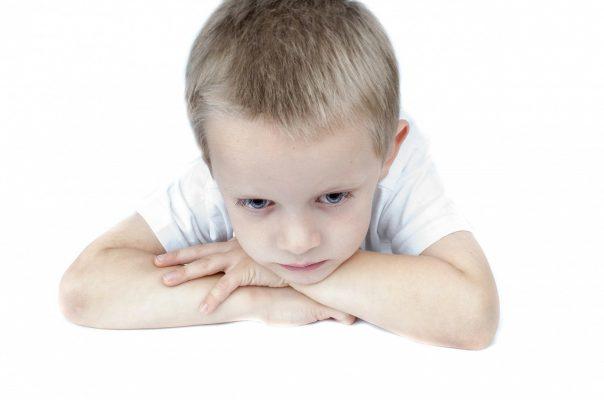 kétéves gyermeknek merevedése van