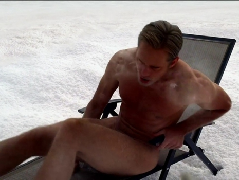 a férfiak megmutatják péniszüket)