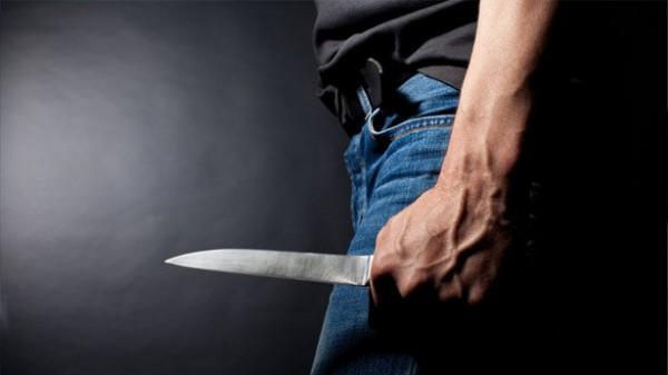 késsel levágta a péniszét