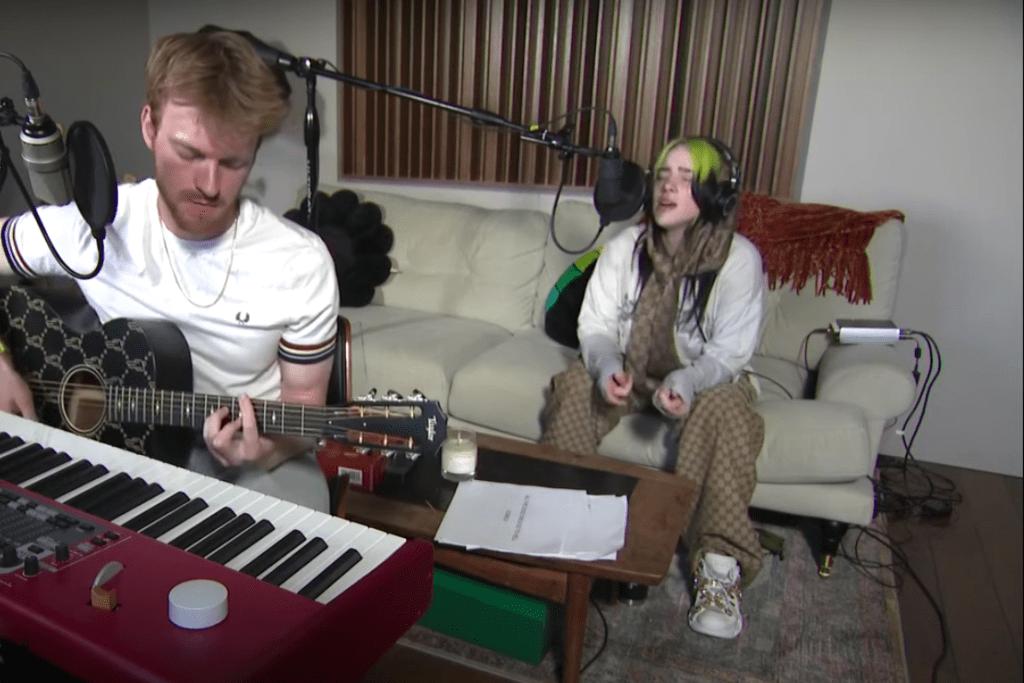 pénisz zongora lányok megbeszélik a péniszeket