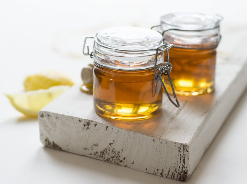 mézzel kenjük meg)