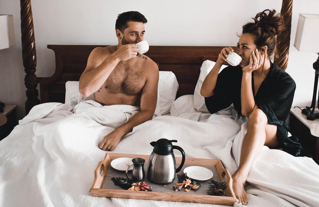 nincs erekció az ágyban egy nővel)