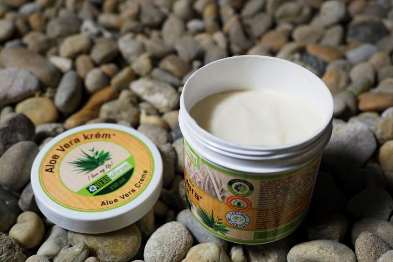 Botanique Nourish & Replenish sampon kókuszolajjal és aloe verával 400 ml